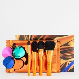 NWT MAC Shiny Pretty Things Brush Party Face Focus